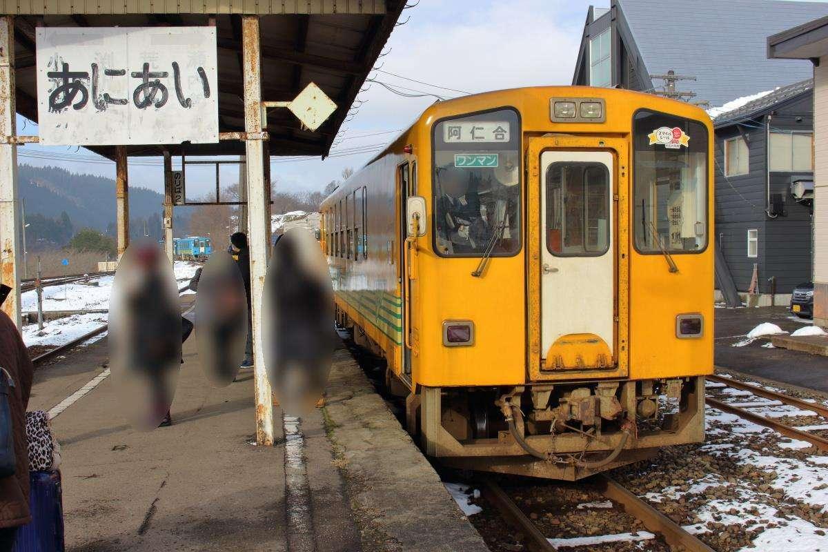 阿仁合駅に到着した秋田内陸線の列車