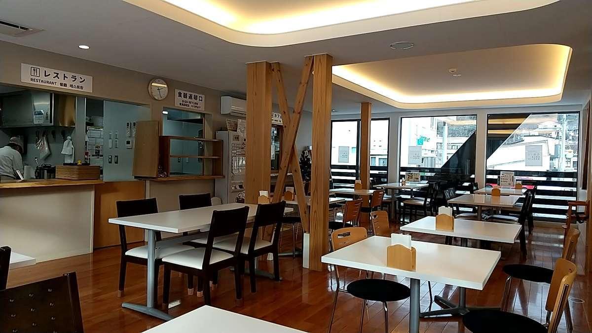 阿仁合駅併設のレストラン「こぐま亭」の様子