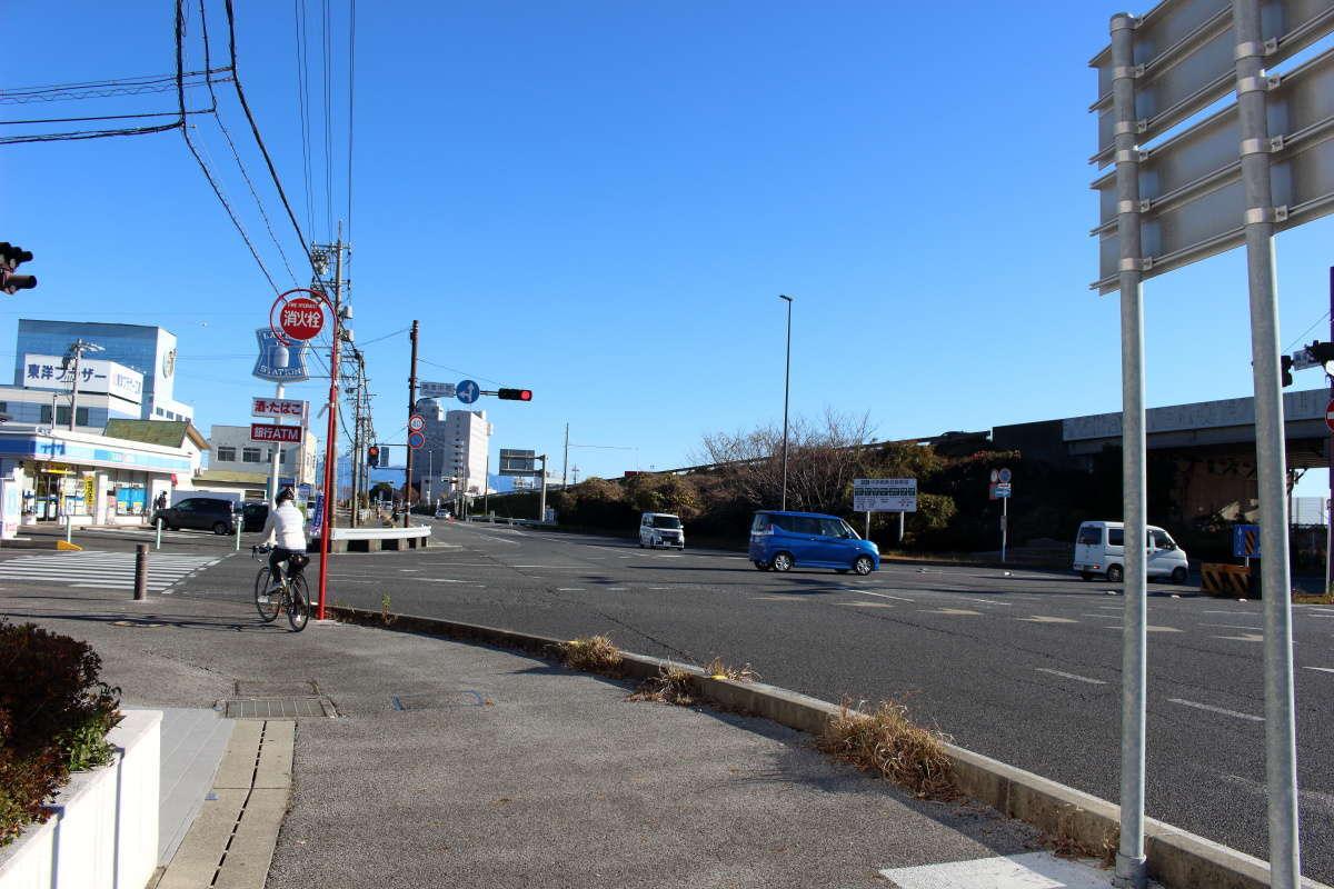 興津中町の交差点