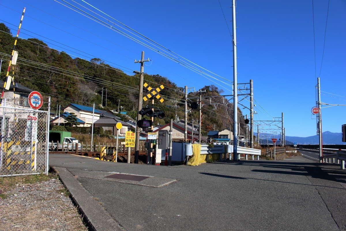 東海道本線の洞踏切