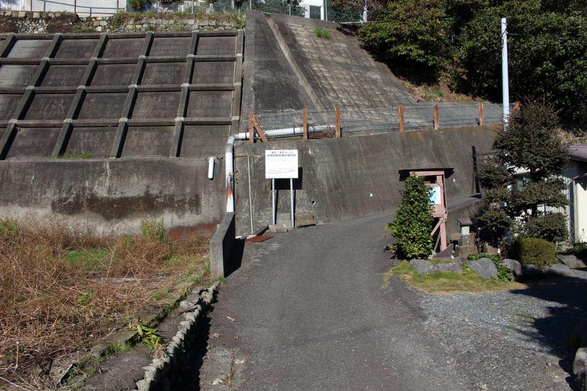 薩埵峠への道