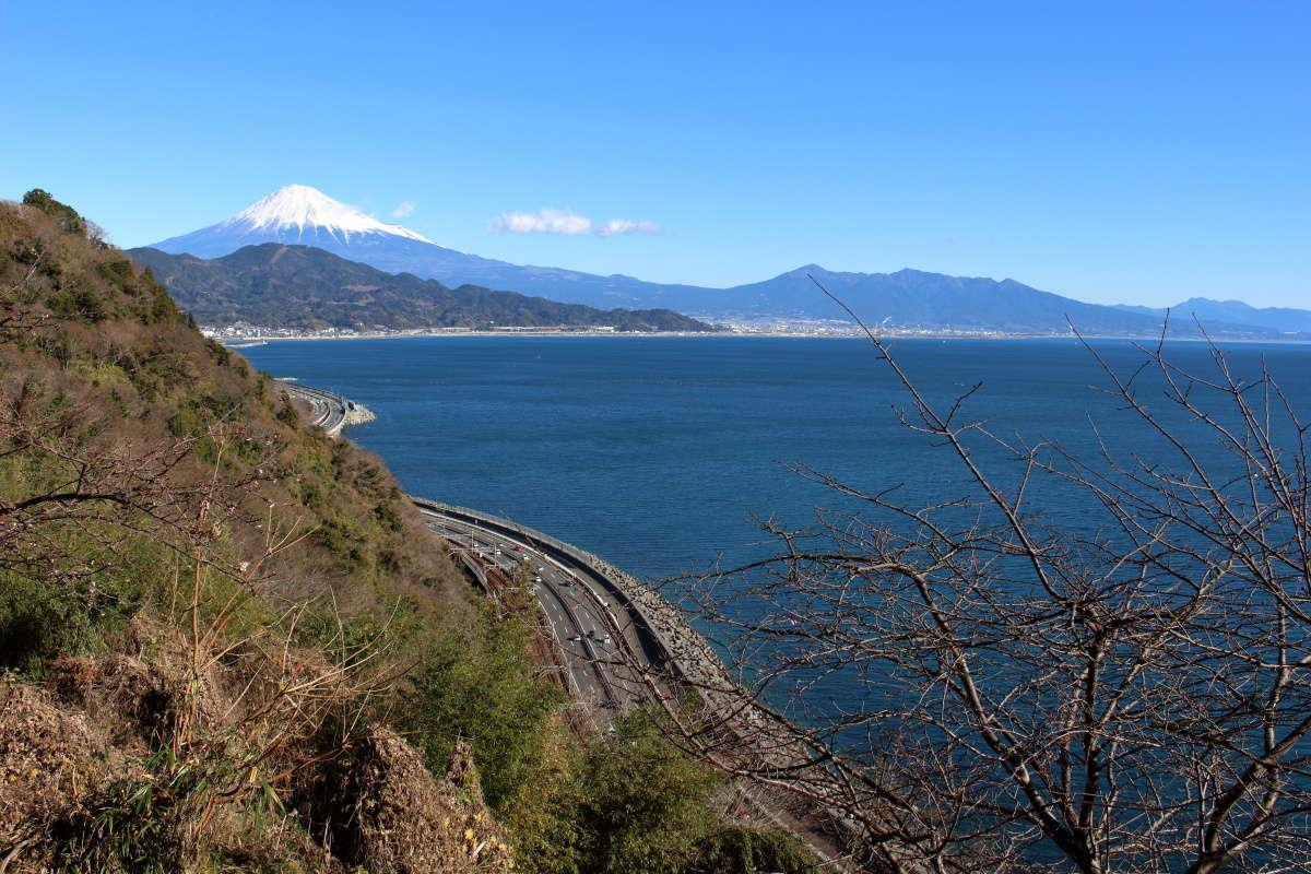 薩埵峠からの富士山と愛鷹山の眺め