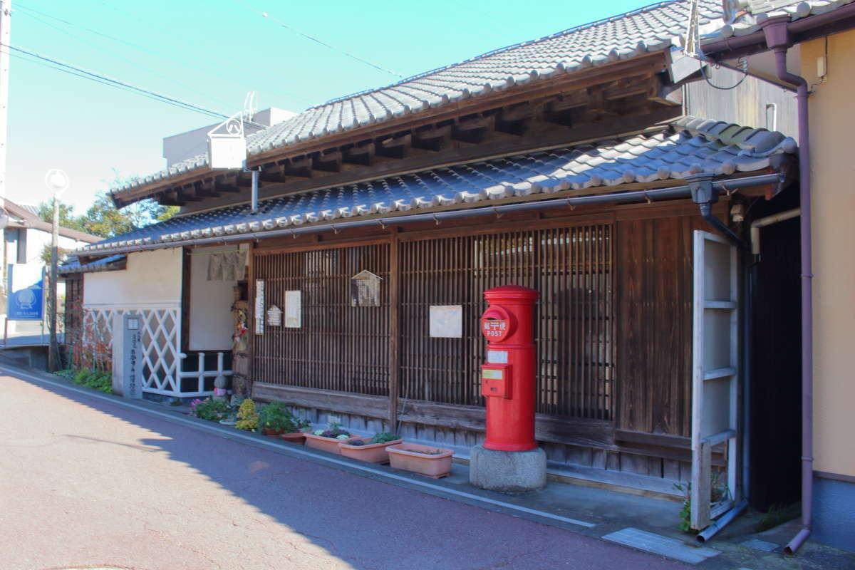 江戸から昭和の時代の照明が展示されている「あかりの博物館」