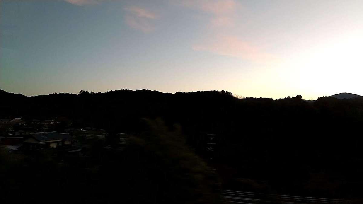 豊橋から1時間、本長篠駅に到着するころに夜が明けました