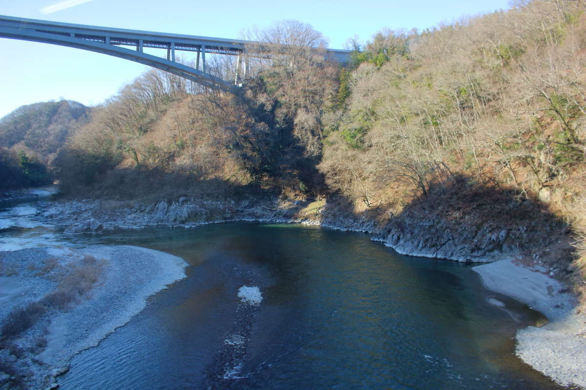 天竜川駅到着直前に見える天竜峡大橋