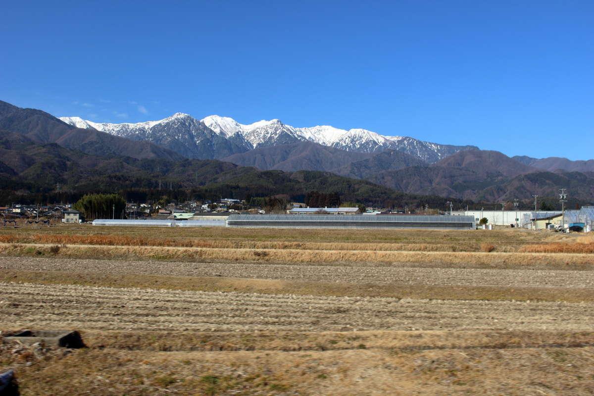 飯田線の西側には木曽山脈が見えてきます