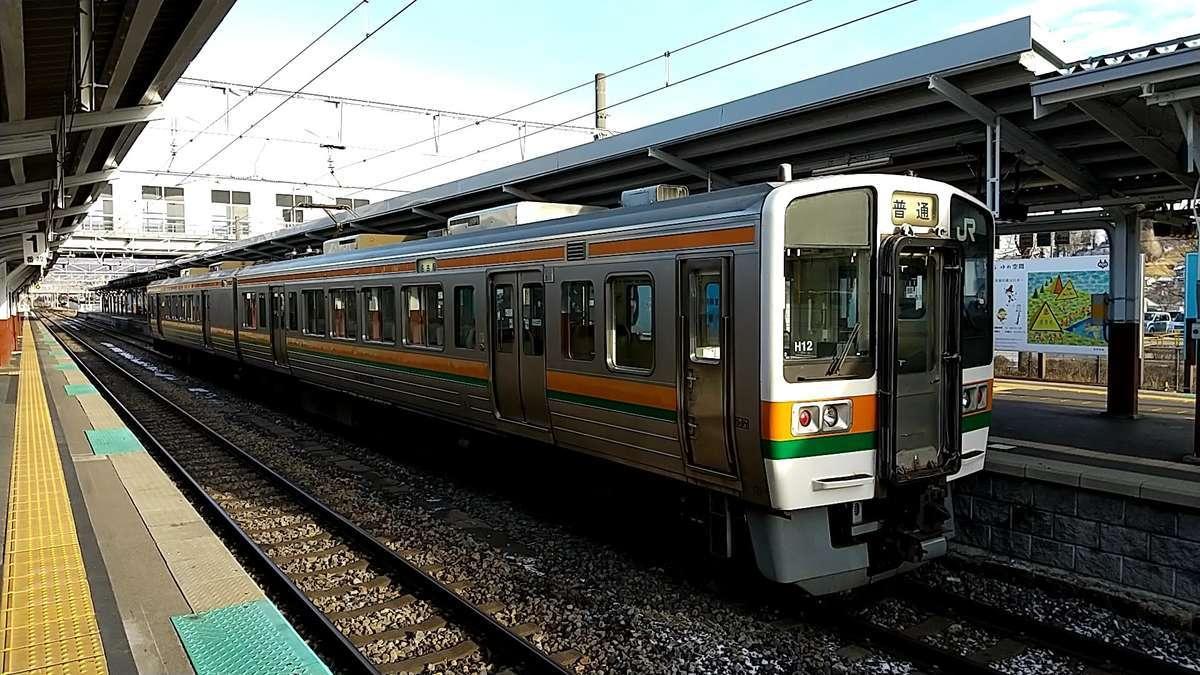 終点の岡谷駅に到着
