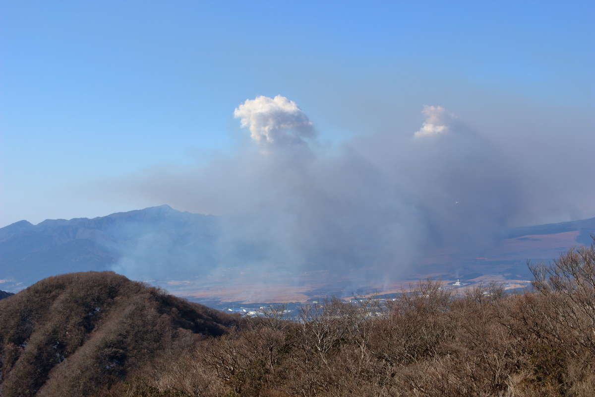 富士山の西側での野焼きと演習