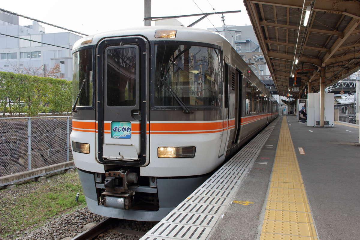 「ホームライナー浜松・静岡」に利用されている373系電車