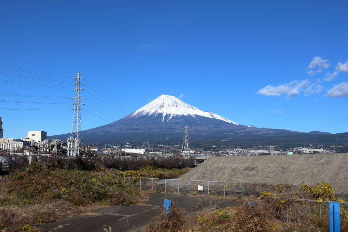 吉原駅を出てすぐが最初の富士山ビュースポット!