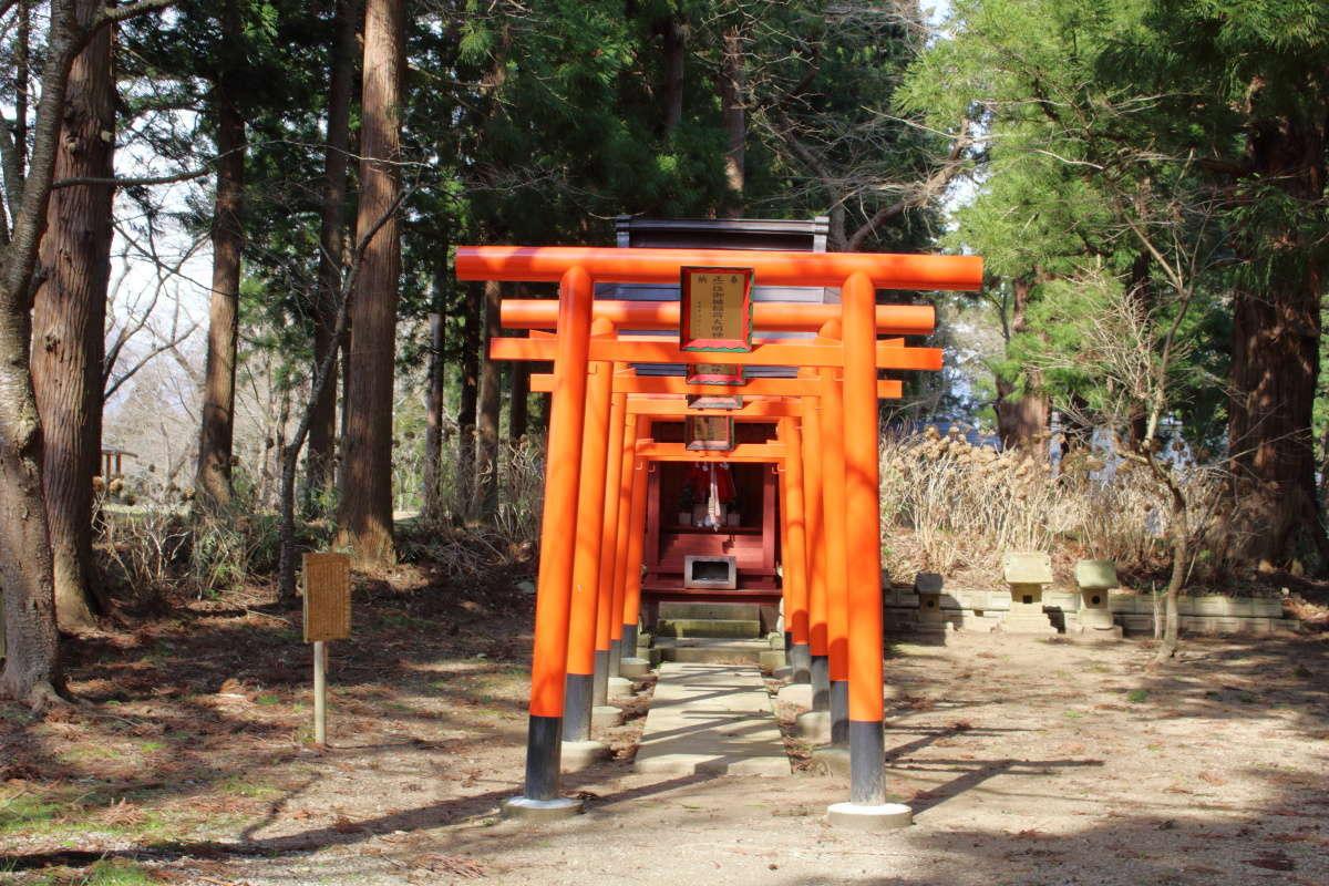 荒砥城址にある御楯稲荷神社