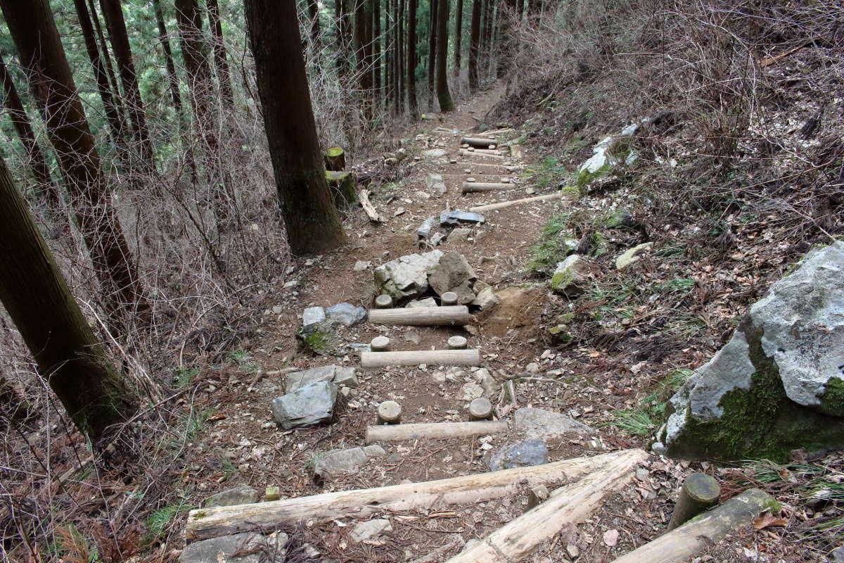 七代の滝への道は登山道のため登山靴推奨