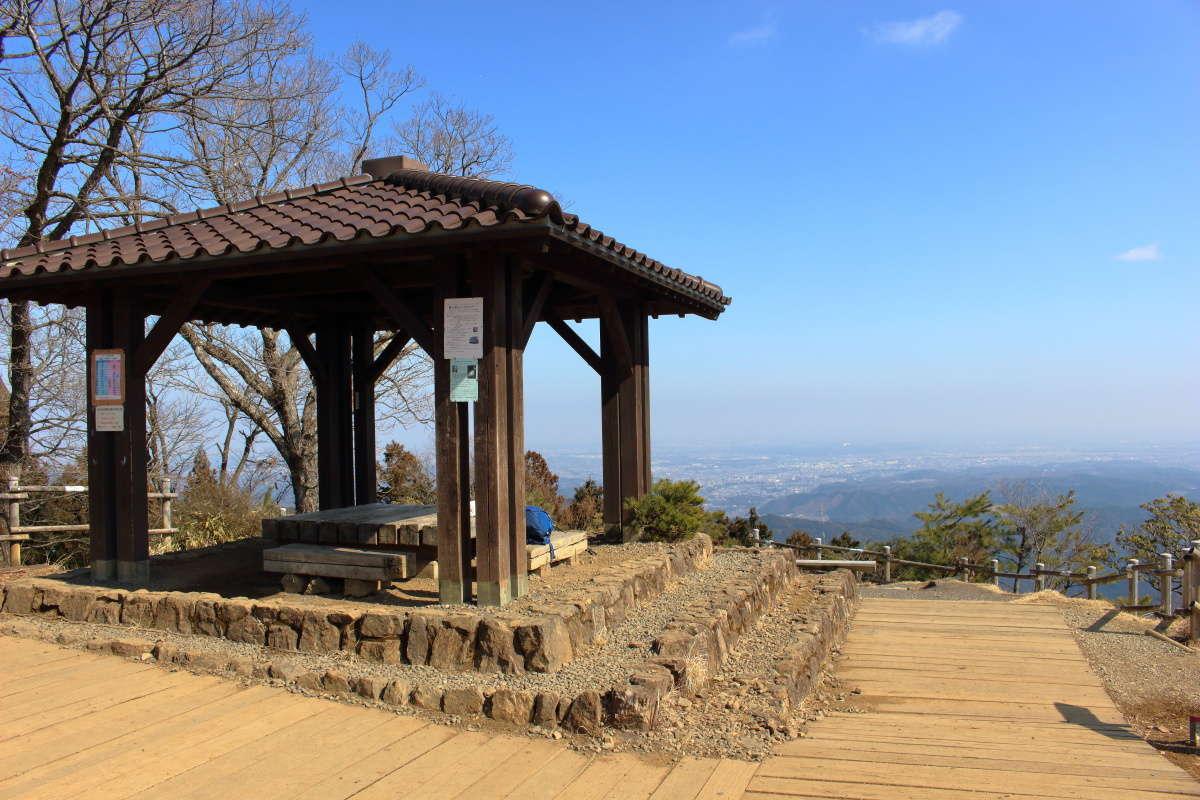 日の出山山頂からは360度の眺望を眺められます!