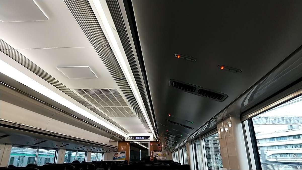 特急「ひたち」「ときわ」(E657系)座席上に備えられたランプ