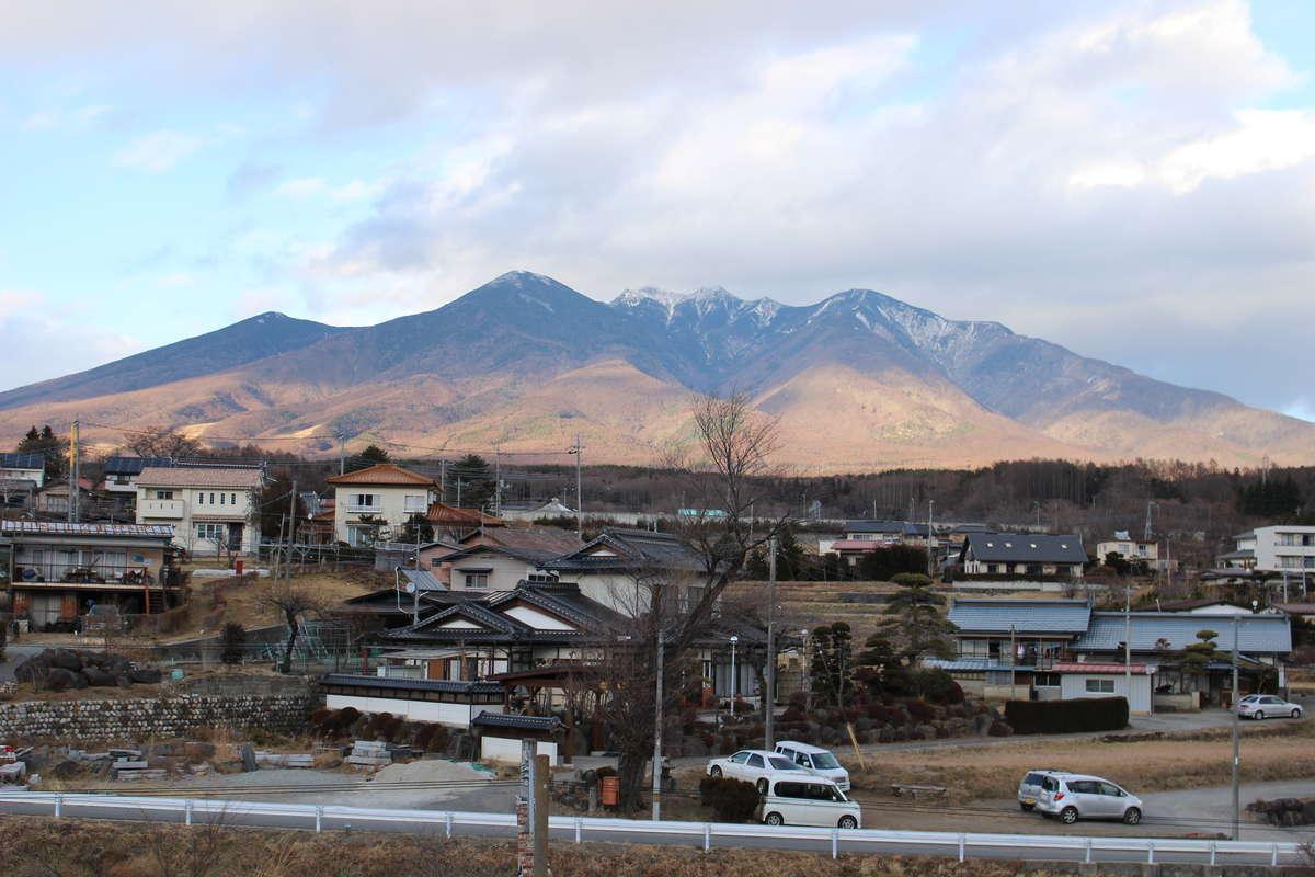 中央本線 小淵沢駅から八ヶ岳を眺める
