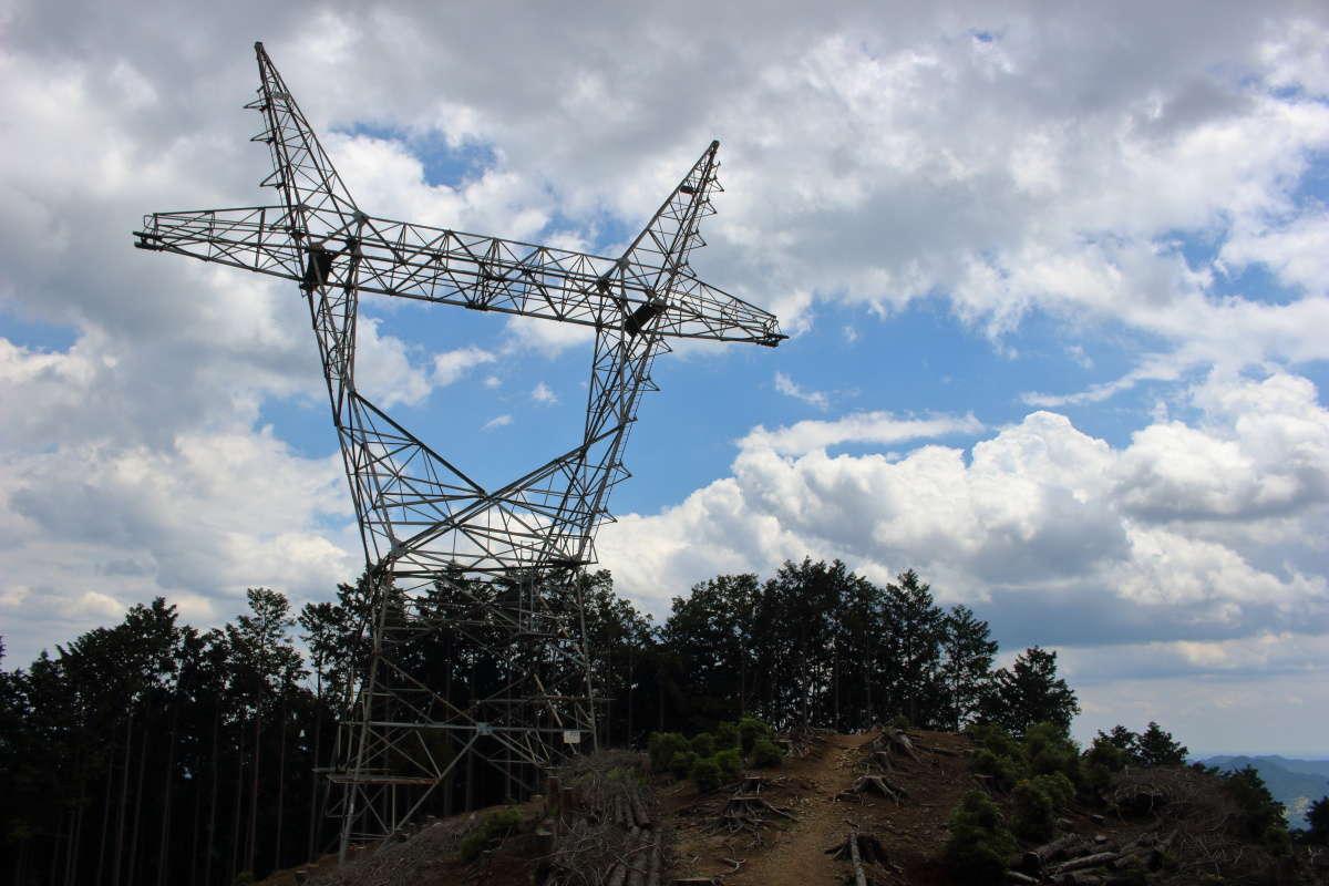 猫型の鉄塔