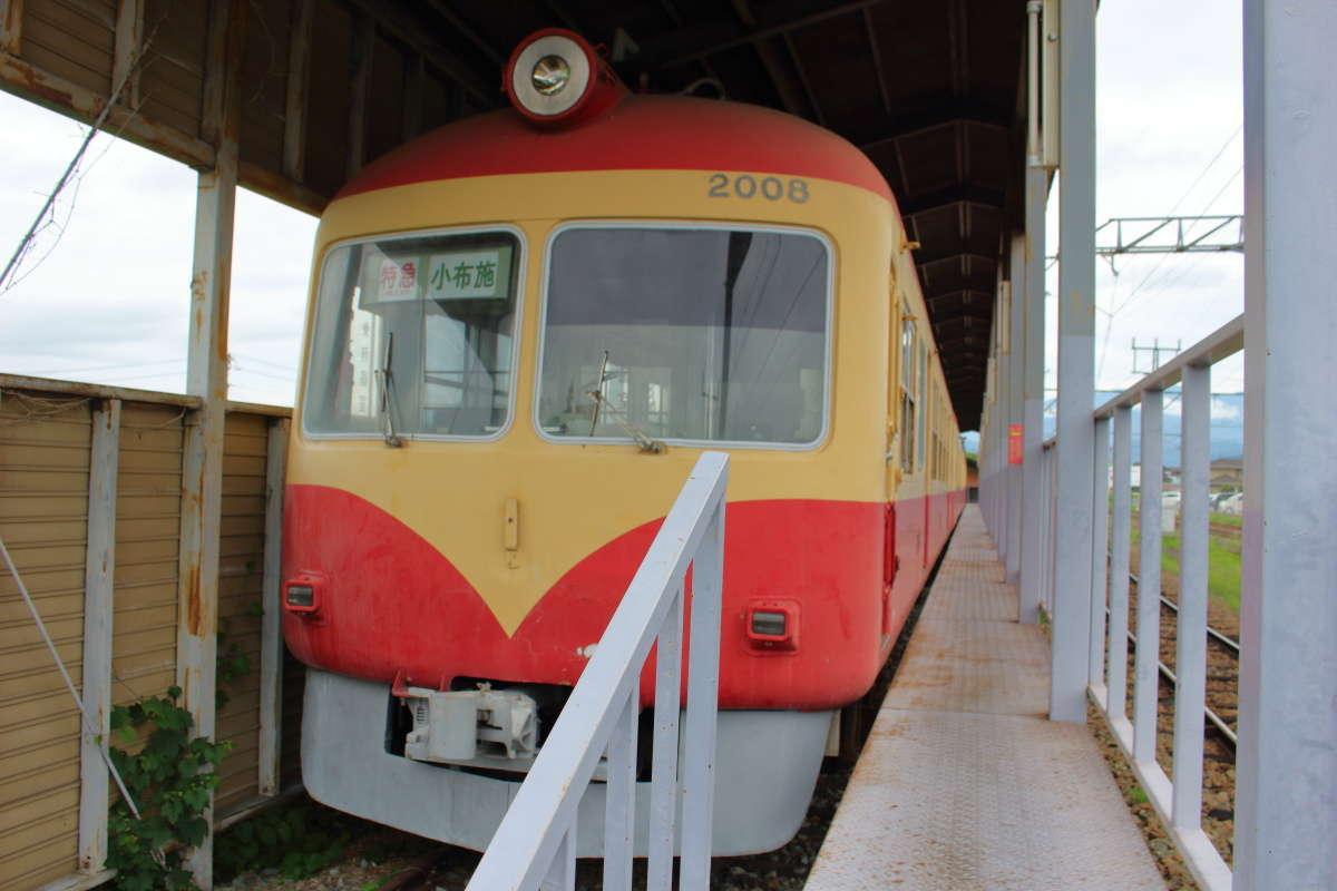 「ながでん電車の広場」には長野電鉄の2000系特急電車が保存されています