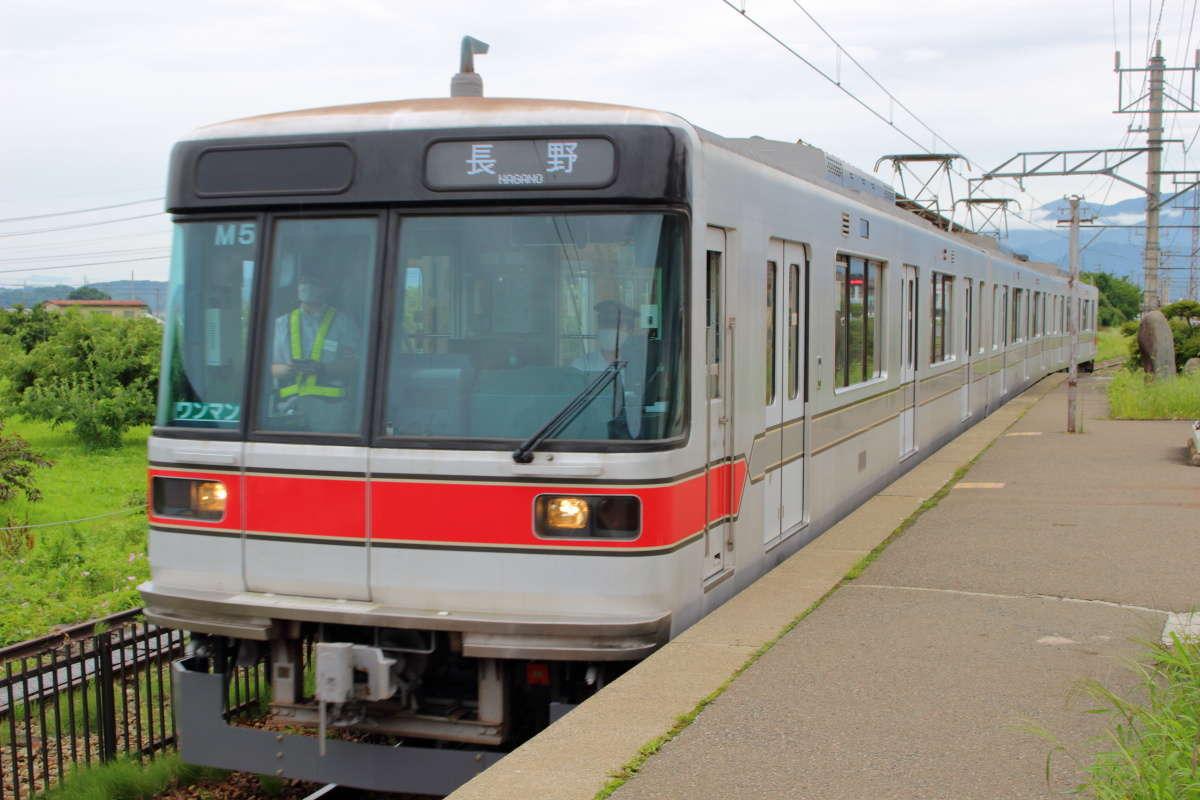 最新?の元東京メトロ03系車両(長野電鉄3000系)の普通列車