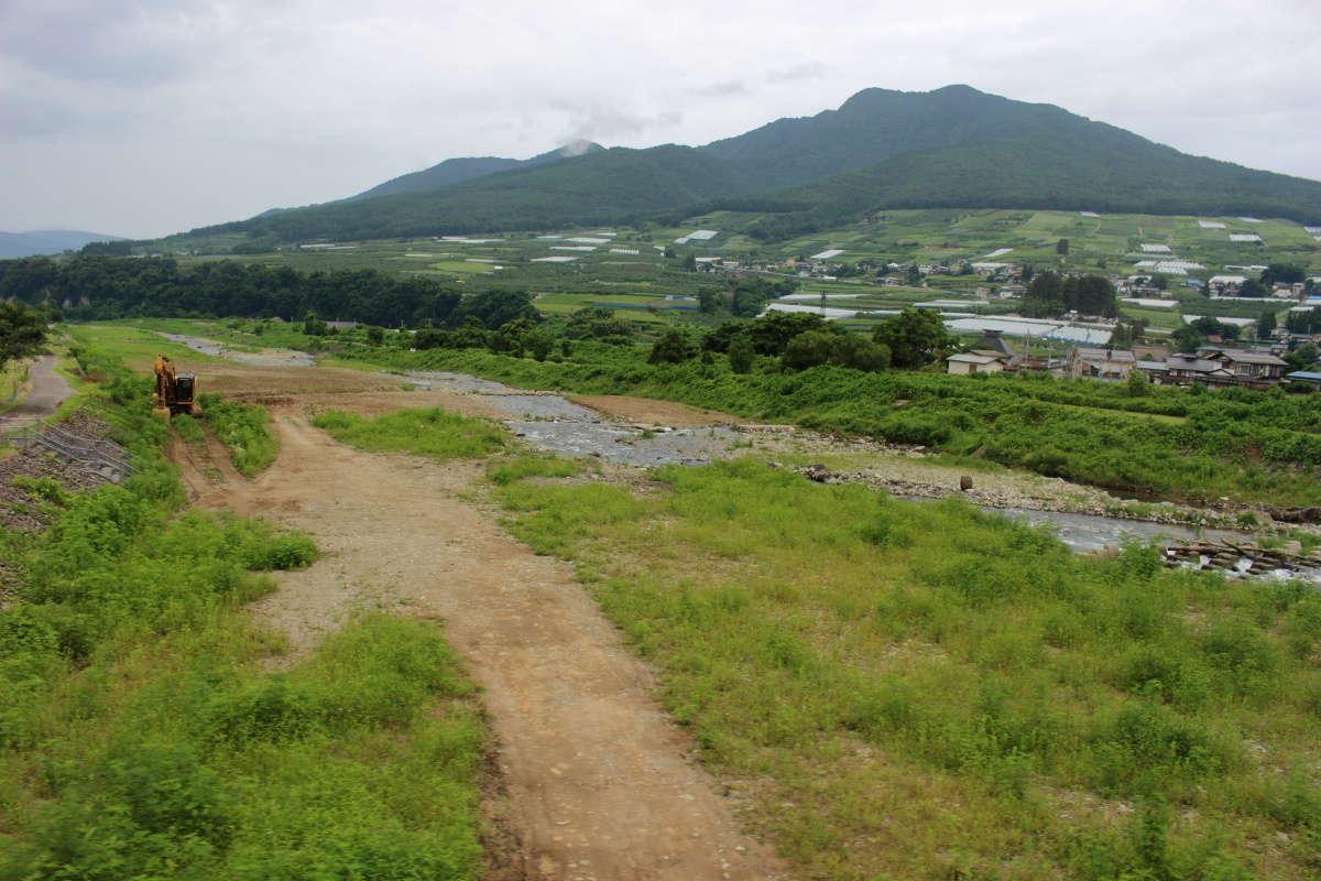 千曲川の支流、夜間瀬川を渡ります