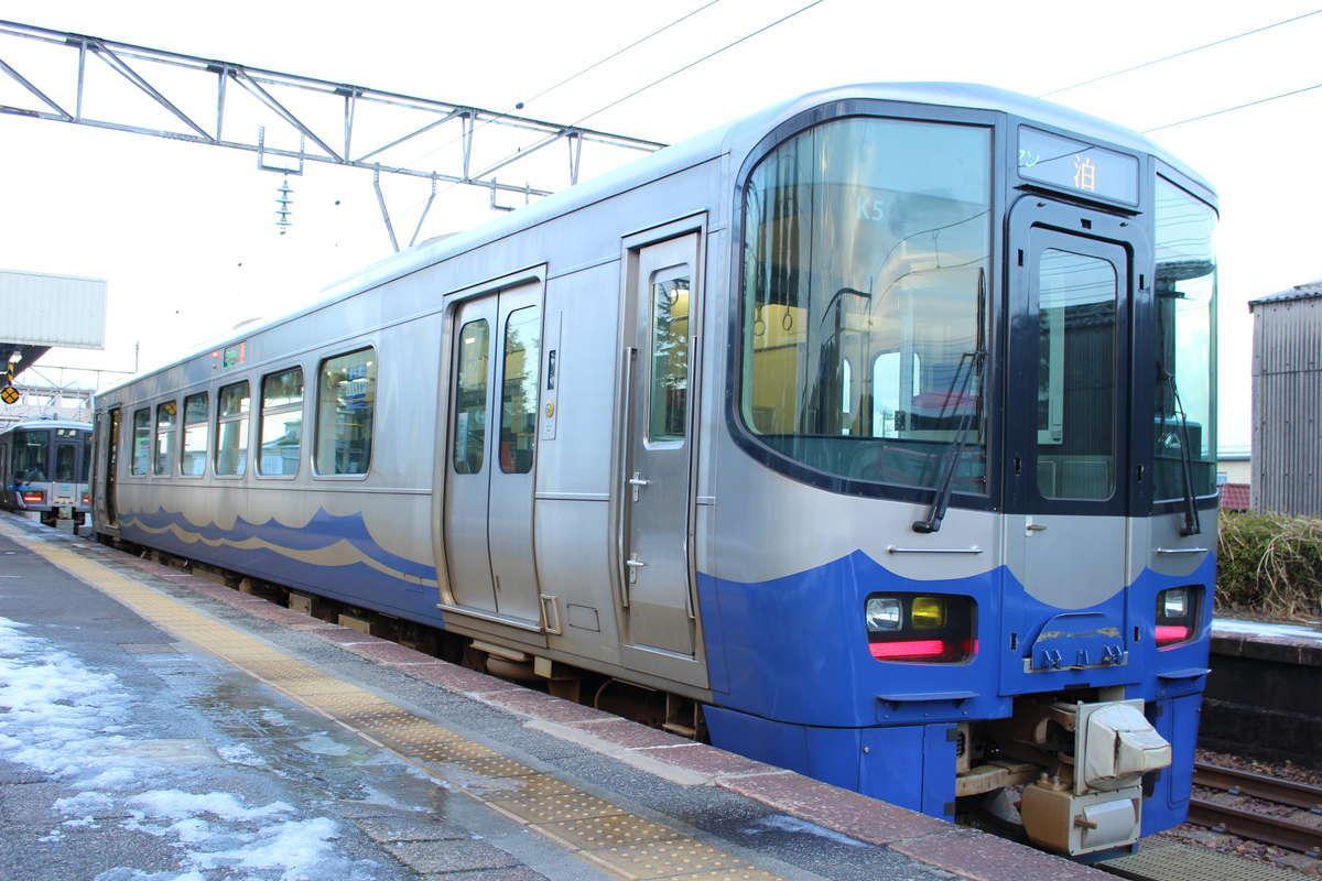 えちごトキめき鉄道「日本海ひすいライン」の車両は気動車