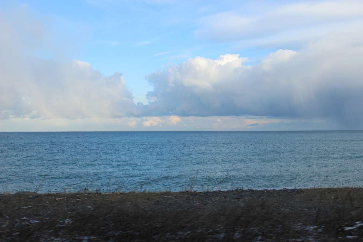 国道より海側を走る区間では車窓いっぱいに日本海が広がります
