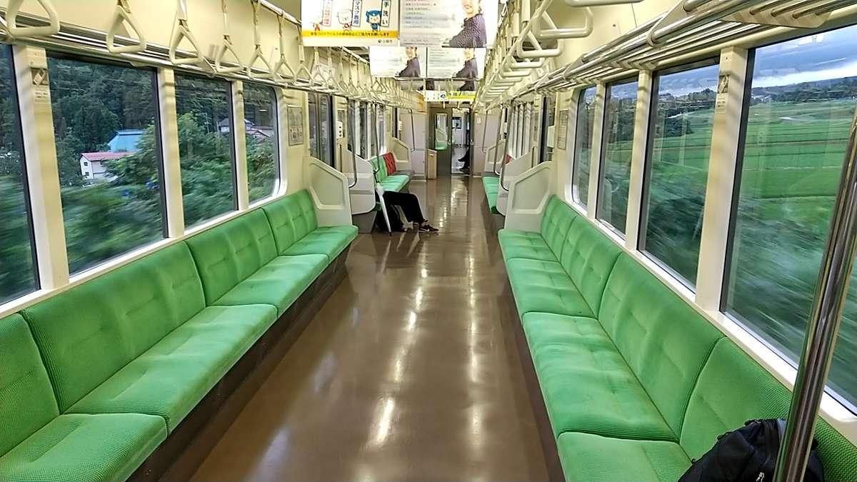 えちごトキめき鉄道「妙高はねうまライン」ET127形電車はロングシート