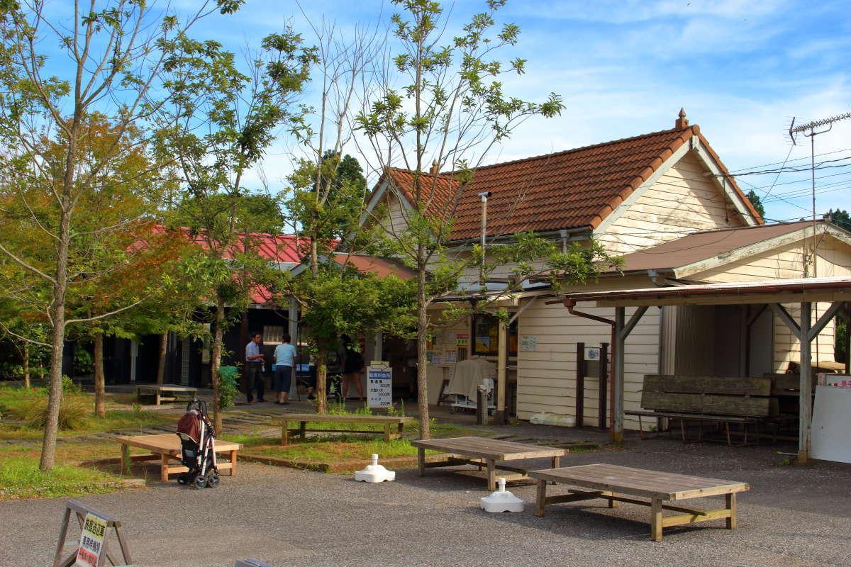 「房総里山トロッコ」の始終着駅の養老渓谷駅は、養老渓谷への玄関口