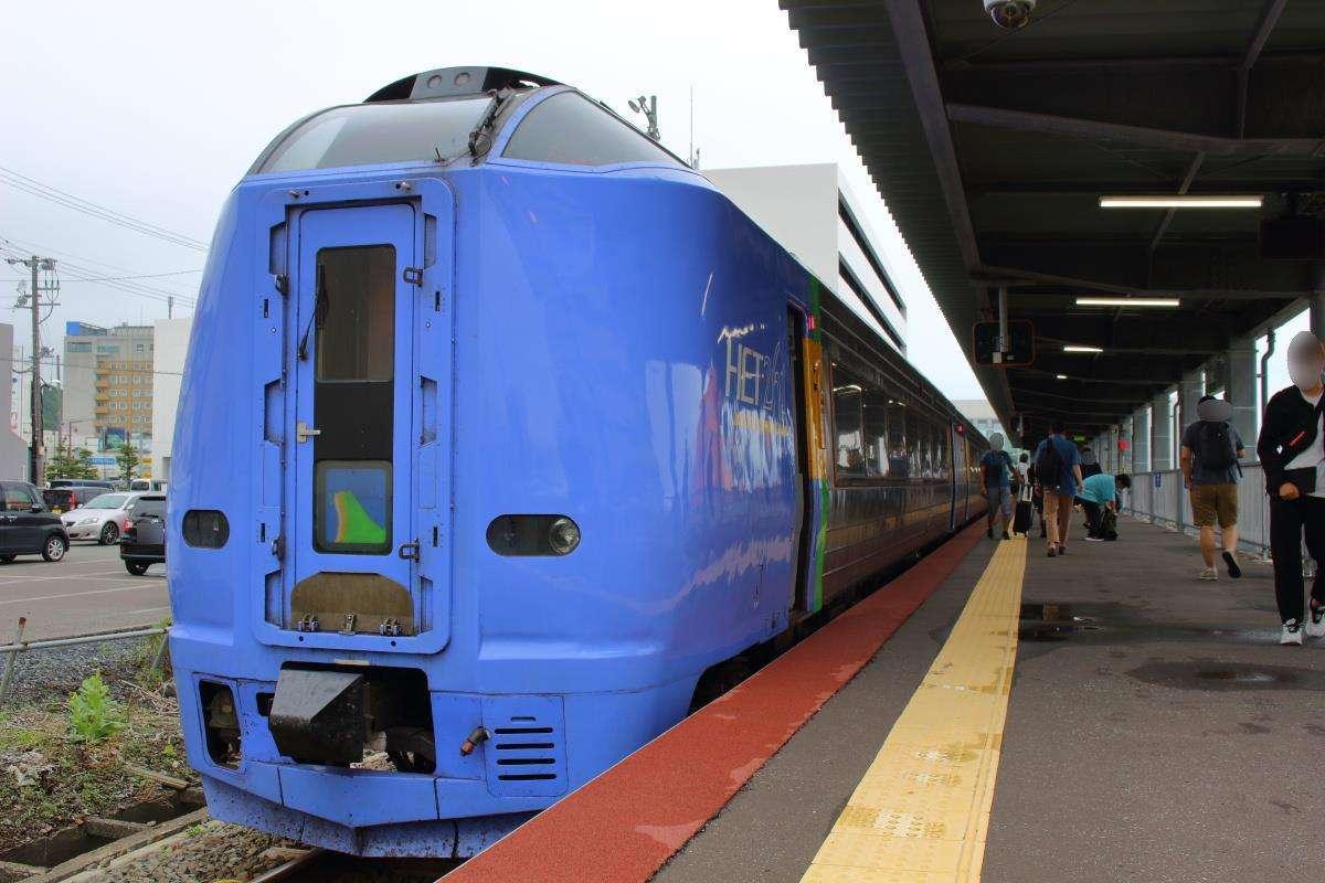稚内駅に到着した特急「宗谷」