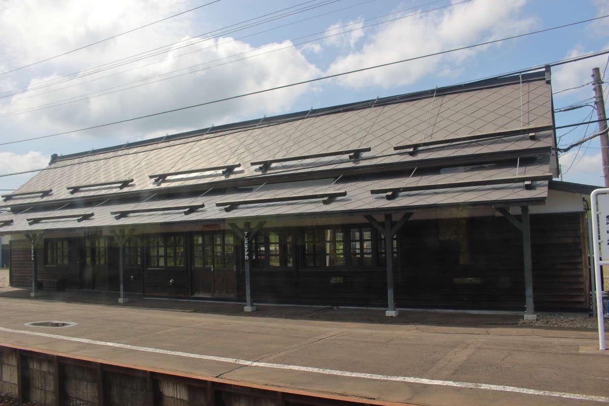 特急停車駅の天塩中川駅、駅舎も立派です