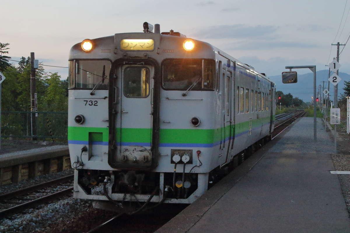 旭川行きの普通列車が到着