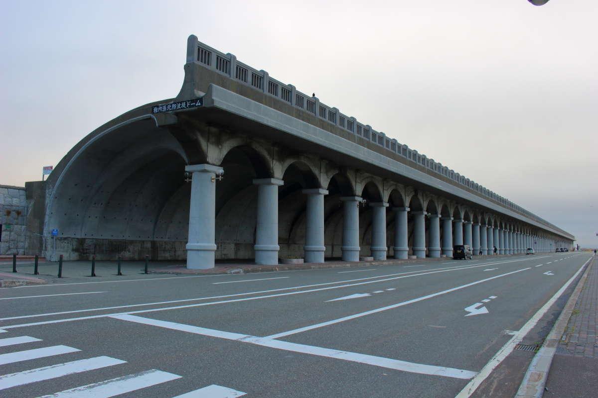 アーチ形が美しい「稚内港北防波堤ドーム」