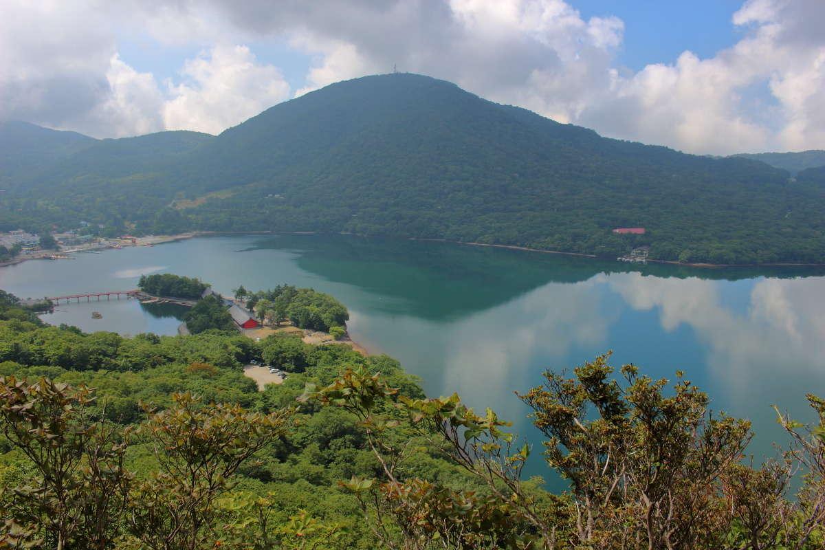 大沼と赤城山の外輪山を一望できる絶景スポット、休憩に最適!