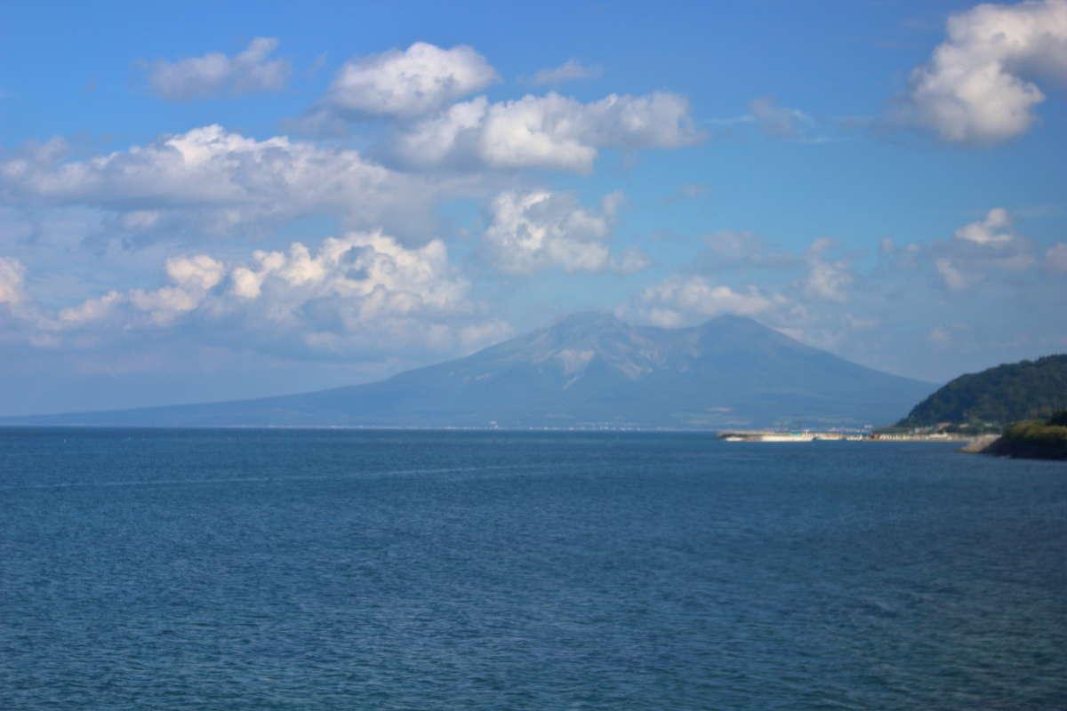 噴火湾の向こうには駒ヶ岳の姿が見えてきます