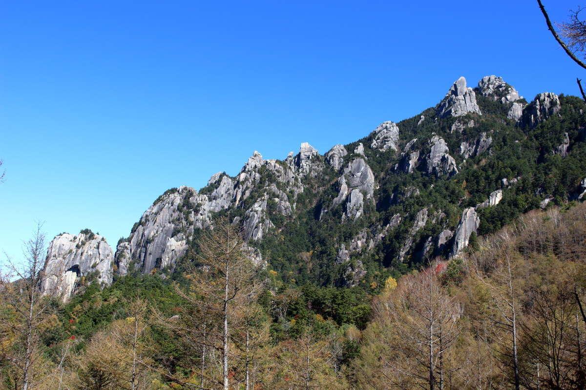 カッコイイ岩の山、瑞牆山を一望!