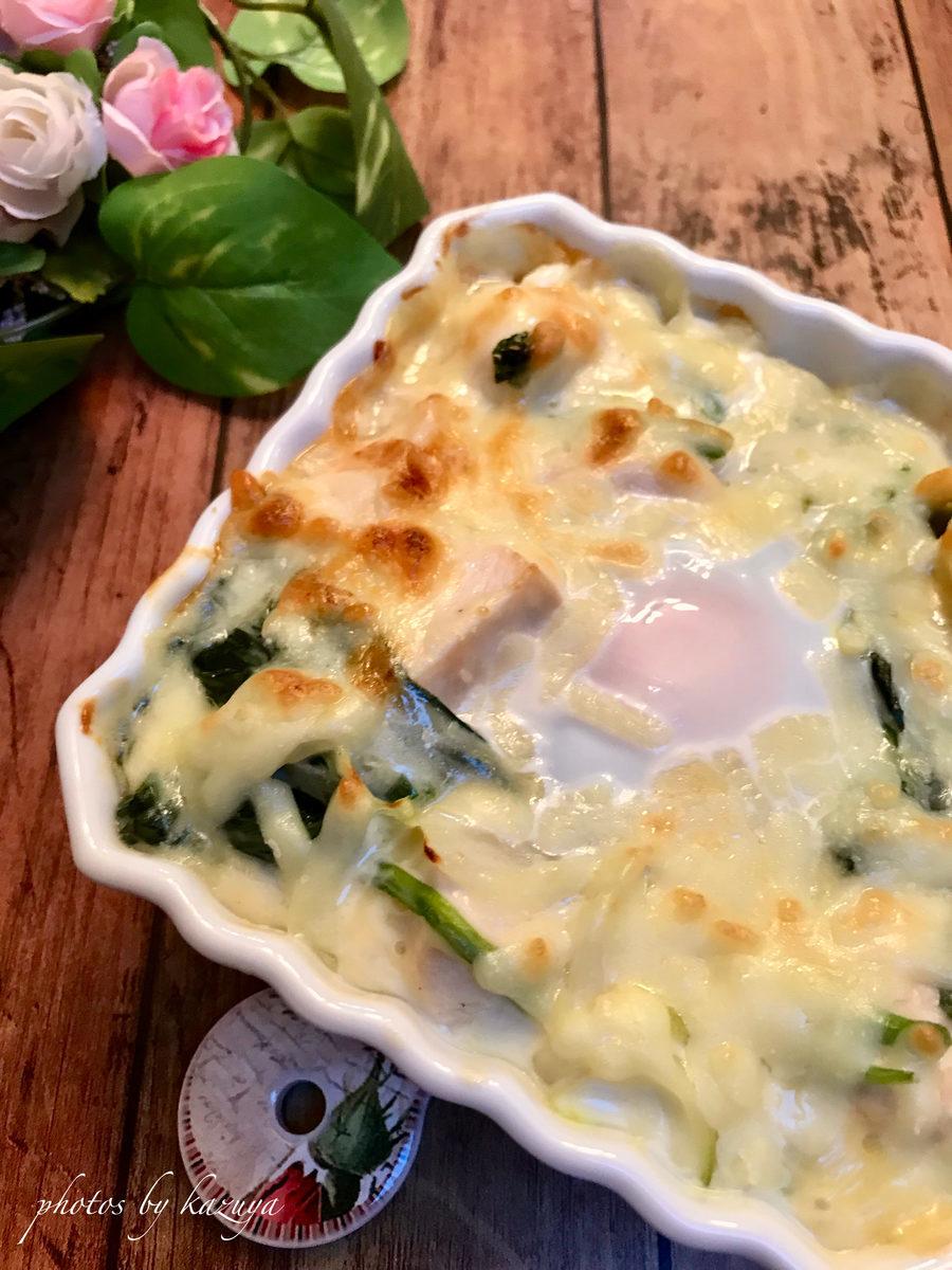 鶏むね肉と半熟卵でチーズグラタン