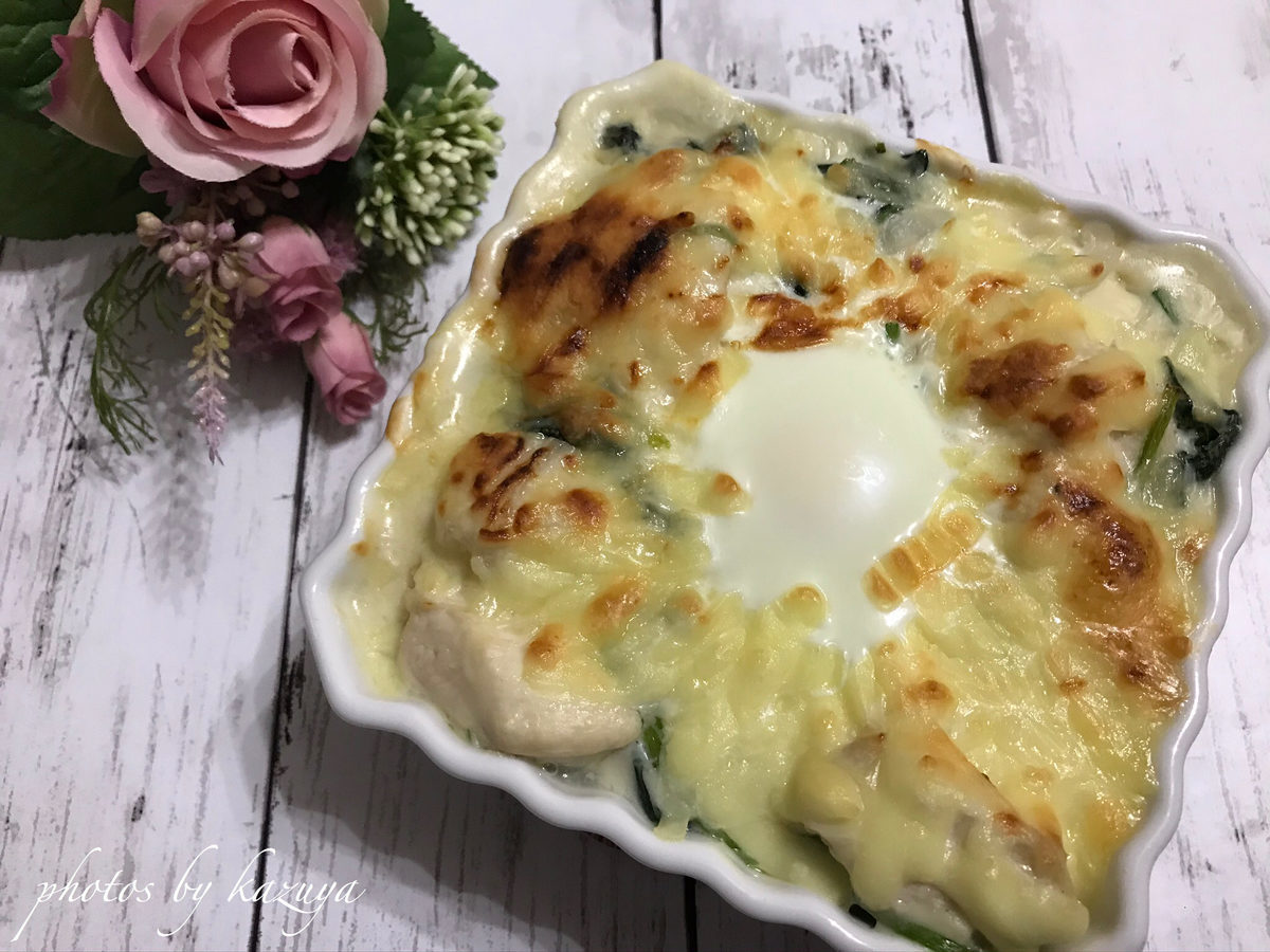 鶏むね肉と半熟卵のチーズグラタン