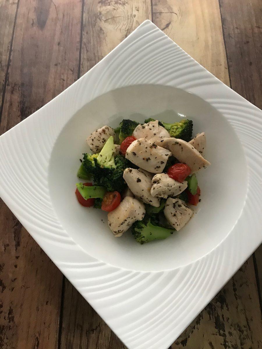 鶏むね肉とブロッコリーのバジル炒め