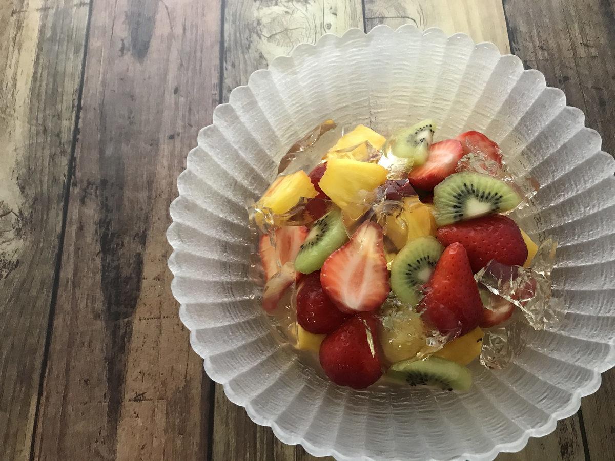 柚子が香るマチェドニアと白ワインゼリー