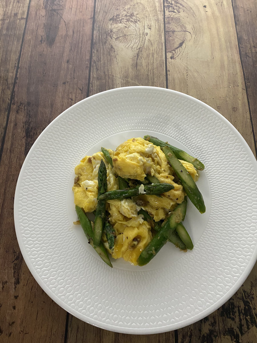 アスパラガスと卵のアンチョビソテー