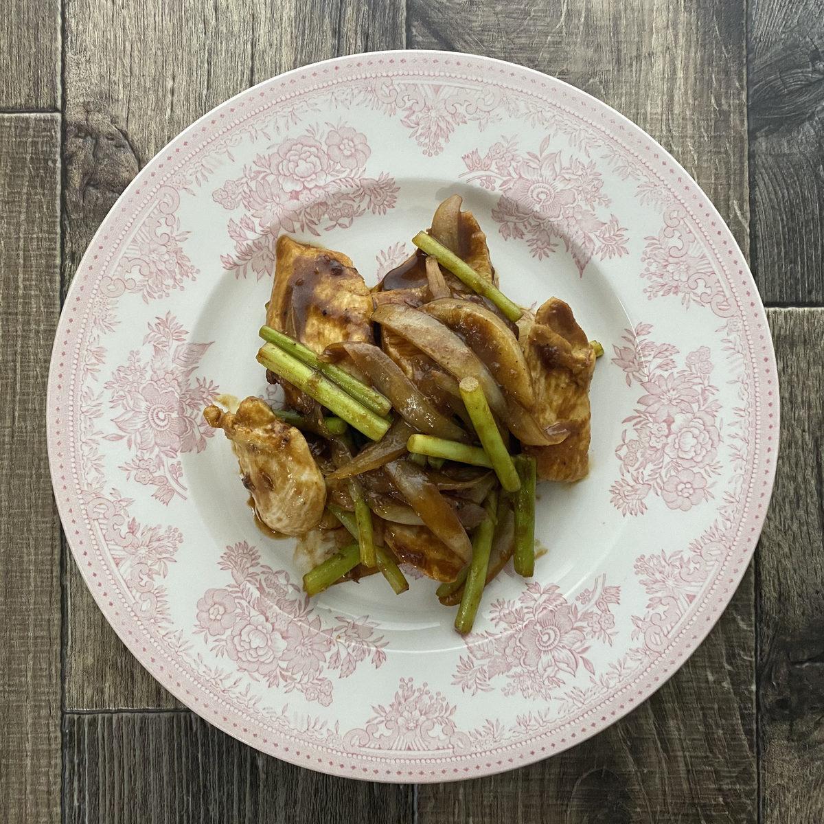 鶏むね肉とにんにくの芽のにんにく味噌炒め