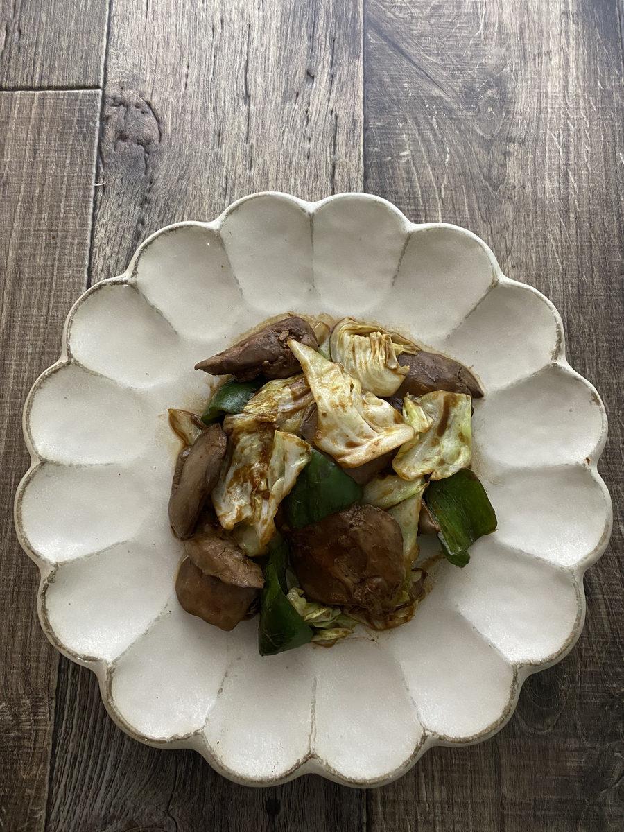 鶏レバーとキャベツの赤味噌炒め