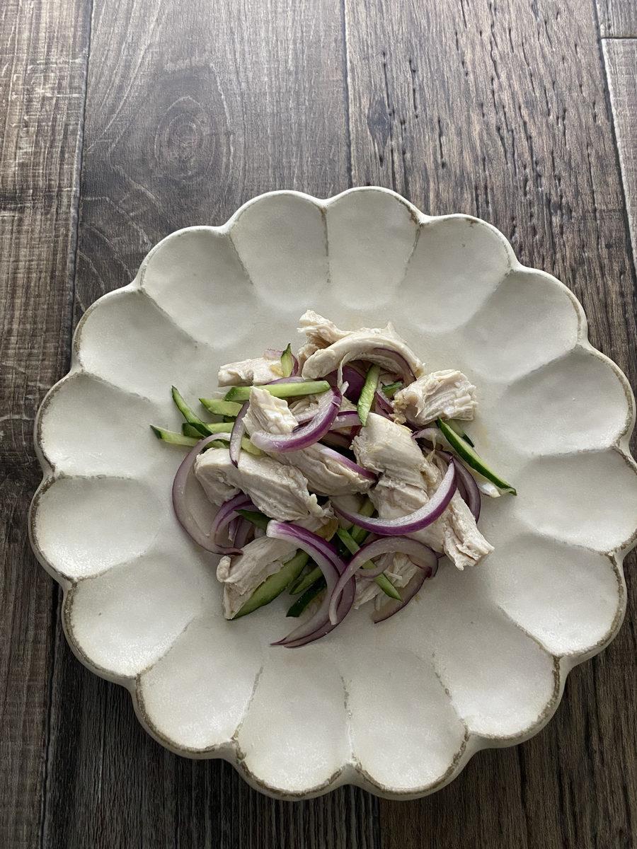 鶏むね肉のエスニック風サラダ