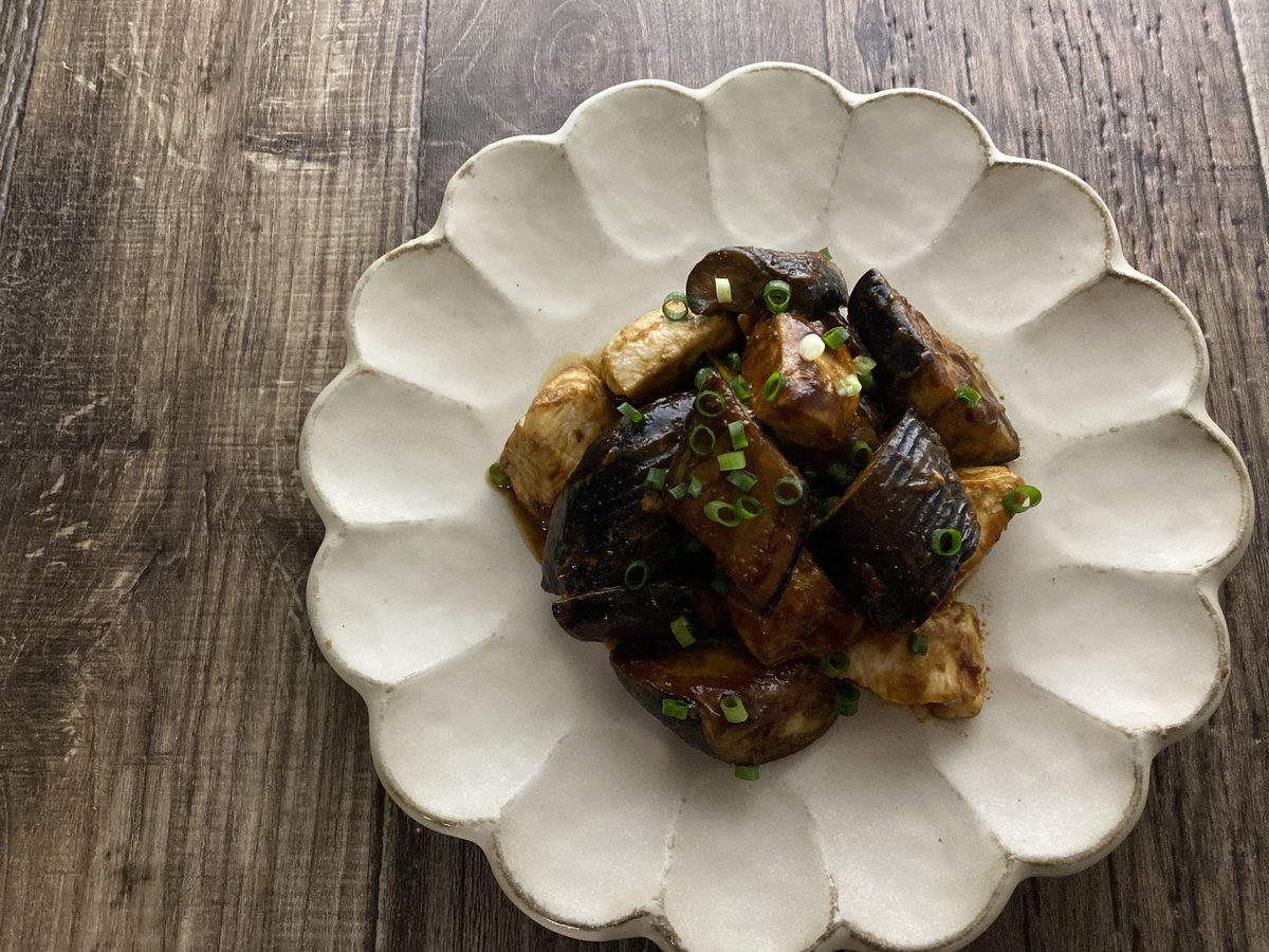 鶏むね肉とナスの赤味噌炒め