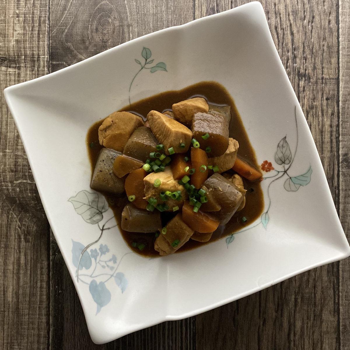 鶏むね肉とこんにゃくの赤味噌煮