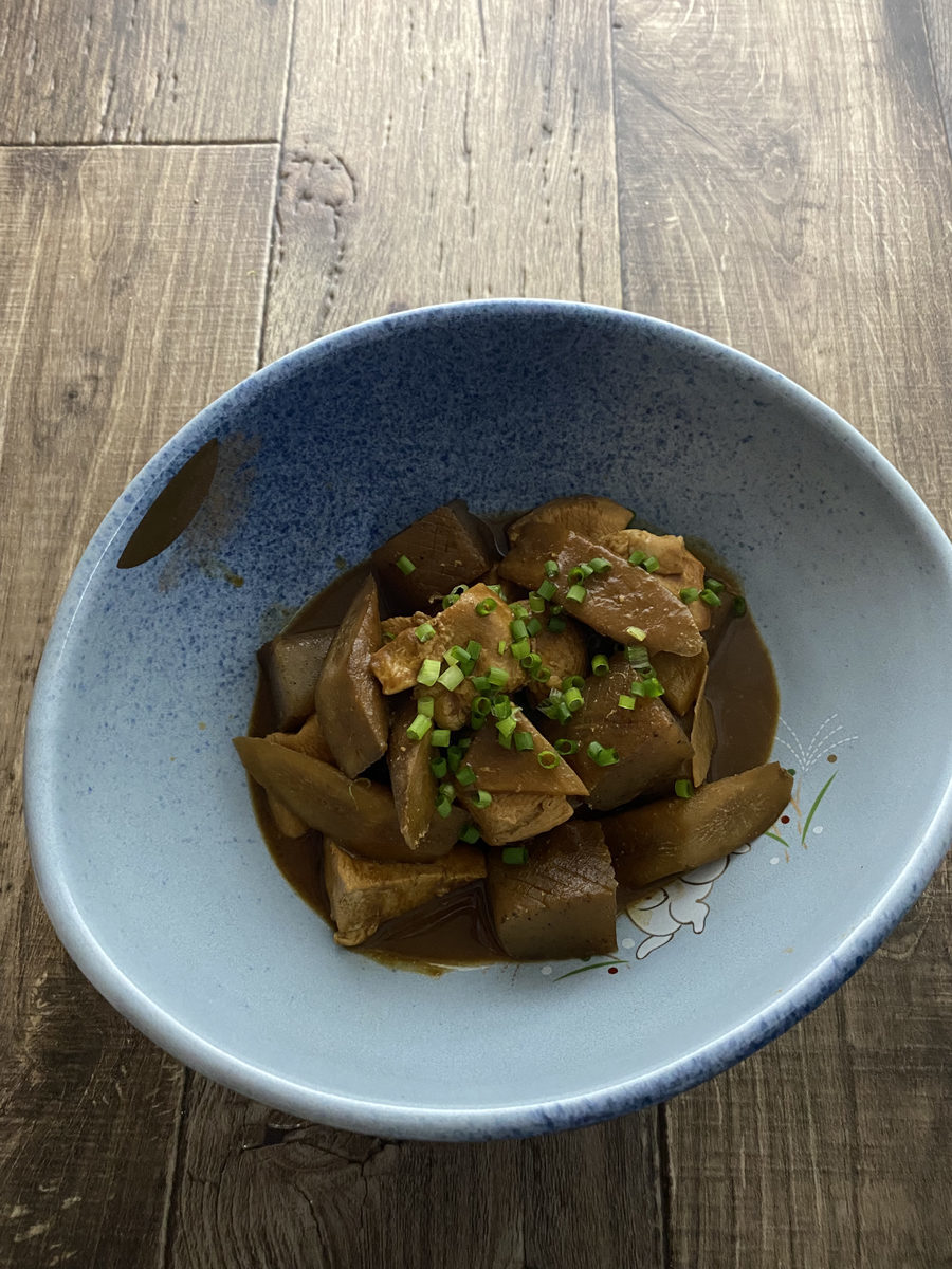 鶏むね肉とごぼうの赤味噌煮