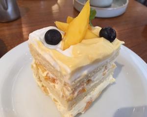 マンゴーとオレンジのヨーグルトケーキ