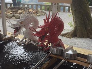 手水舎 赤白二龍(せきびゃくにりゅう)