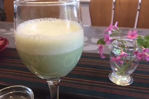 小松菜と豆乳ベースのスムージー