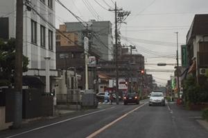交差点で左を見たところ。セブンイレブンが目印