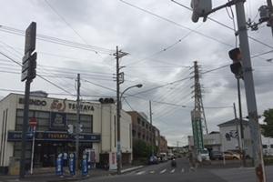 信号の先、左側に千葉愛友会記念病院が見えます